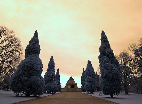 Shrine of Remembrance in Infrared by Reynandi Susanto