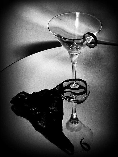 007's Glass Charm by Linda Bianic