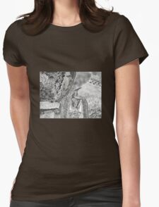 Kitty in the brush Womens Fitted T-Shirt