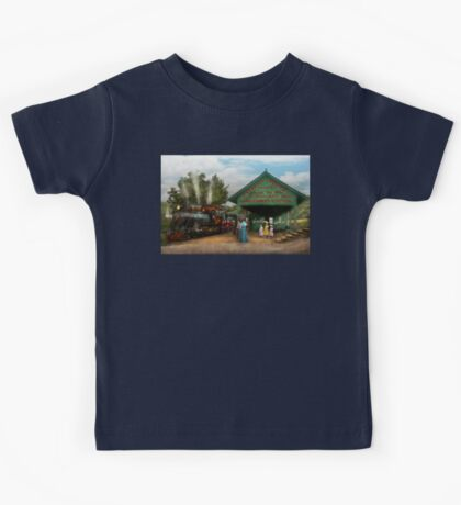 Train - Haines Corners - Catskill Mountains - NY - Waiting for departure - 1902 Kids Tee