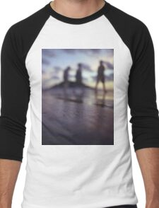 Chillout silhouette of people walking on beach dusk sunset evening sky Hasselblad medium format film analogue photo Men's Baseball ¾ T-Shirt