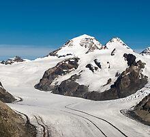 Mönch and Jungfraujoch by peterwey