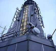 Tip of the Empire State Building by mamachip