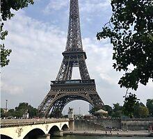La Tour Eiffel by flyingdefying