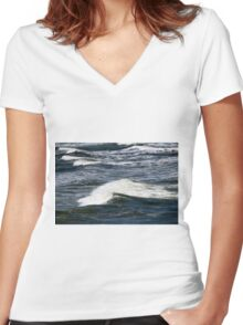 Ocean Waves Women's Fitted V-Neck T-Shirt