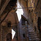 Perugian back-alley by Jörg Holtermann