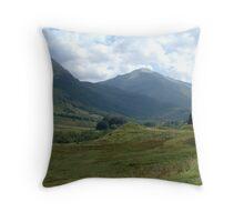 Braveheart hillock Throw Pillow