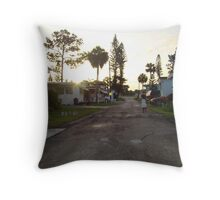 Run !! Thalia,run. (Trailer park America Series) Throw Pillow