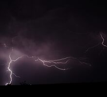 Lightning charges the sky by jdeguara