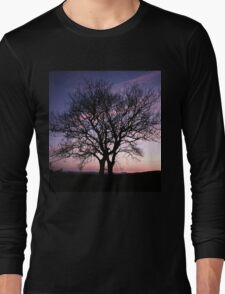 Two Trees embracing Long Sleeve T-Shirt