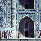 Uzbeki women in front of medresseh by cascoly