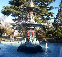 Peacock fountain in the gardens by rosswilliams