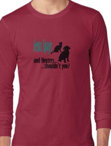 Jesus spays Long Sleeve T-Shirt