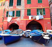 Vernazza square, boats by Monica Di Carlo