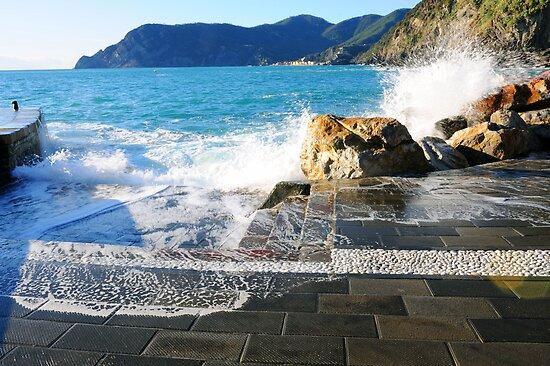 Waves by Monica Di Carlo