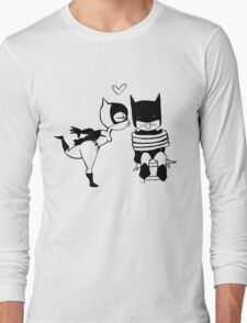 Catwoman Kissing Batman Long Sleeve T-Shirt