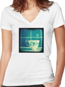 Time for tea Women's Fitted V-Neck T-Shirt