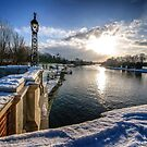Dusti of Snow at Hampton Court  by MarcW