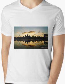 "Siem Riep, Cambodia: ""Angkor Wat"" Mens V-Neck T-Shirt"