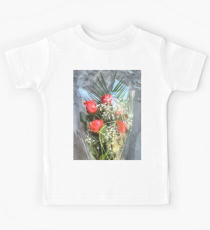 Bouquet with red roses 6 Kids Tee