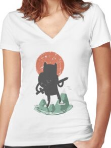 Fin The Giant  Women's Fitted V-Neck T-Shirt