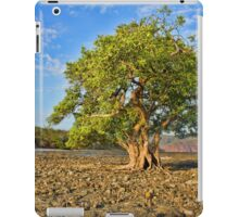 THE TREE IN THE OCEAN  iPad Case/Skin
