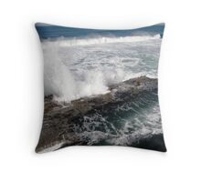 Bogey Hole peril Throw Pillow
