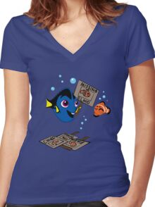 Finding...Elmo? Women's Fitted V-Neck T-Shirt