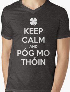 Keep Calm and Póg Mo Thóin Mens V-Neck T-Shirt