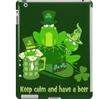 Funny St Patrick's day frogs, shamrocks, beer & text iPad Case/Skin