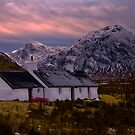 Black rock cottage and the Buchaille Etive Mhor by Terry Mooney
