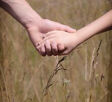 hand in hand by Joana Kruse