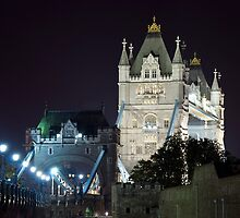 Tower Bridge by Eric Flamant