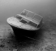 Sunken boat at White Star Quarry by Rich Synowiec