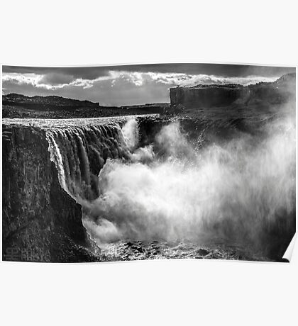 ICELAND:THE GIANT WATERFALL Poster