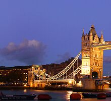 TOWER BRIDGE, LONDON by Eamon Fitzpatrick