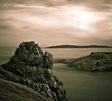 Outcrop overlooking the mist below by Matt Sillence