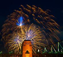 NYE 2008: 9PM Fireworks at McMahons Point fireworks by Jason Hilsdon