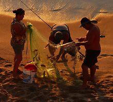 golden fishing - pescando oro by Bernhard Matejka
