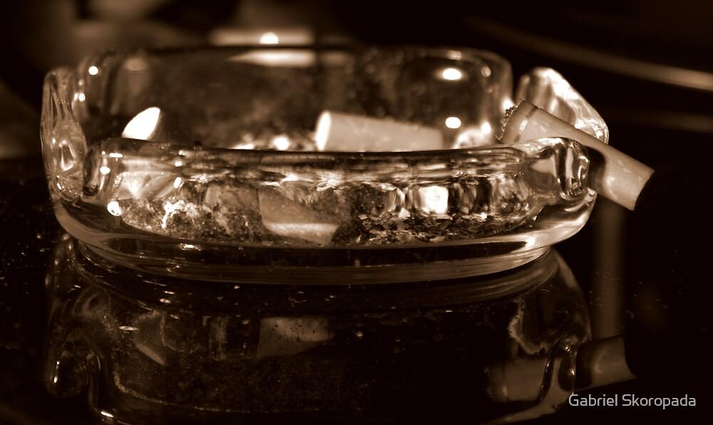 Filthy ashtray by Gabriel Skoropada
