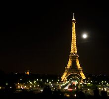 The Moon Over Paris by jcroldan
