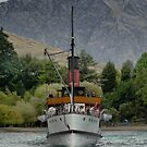 The TSS.Earnslaw Heading In. by Larry Lingard-Davis