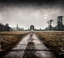 Badminton House, north gate by greenbunion