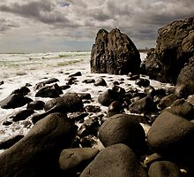 Tallebudgera rocks by Ken Wright
