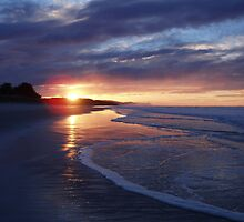Sunrise at Ocean View Beach - Near Dunedin by lettie1957