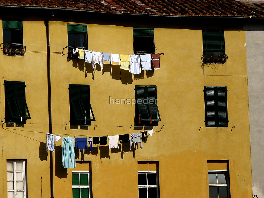Piazza Anfiteatro, Lucca by hans p olsen
