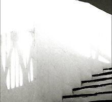 en las escaleras de rayas blancas by ragman