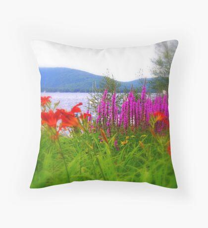 Blooms ! Throw Pillow