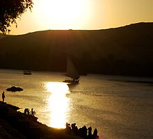 Golden rays over the Nile. by Marwa Morgan