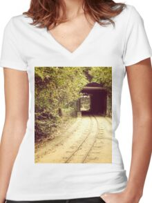 Tunnel & track Women's Fitted V-Neck T-Shirt